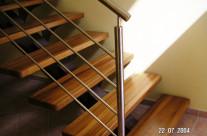Escalera con barandilla de acero