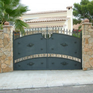 Puerta de acceso de vehículos